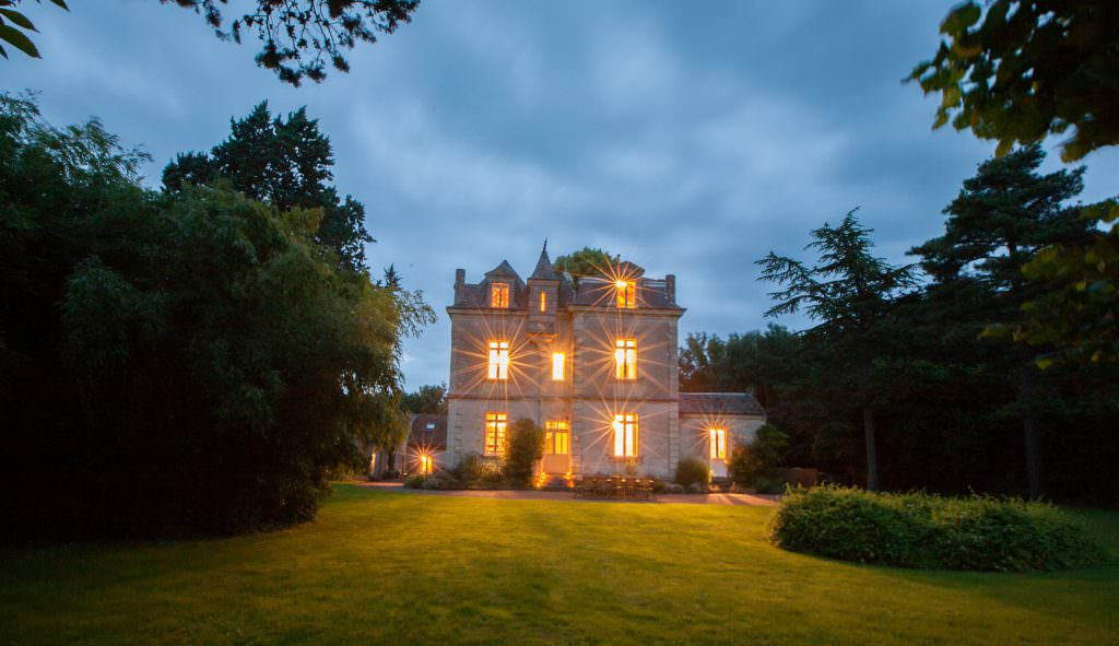 Franch_Chateau_at_night