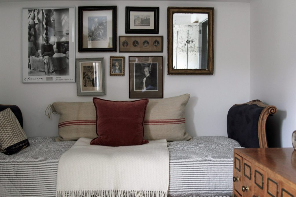 Daybed and photo gallery