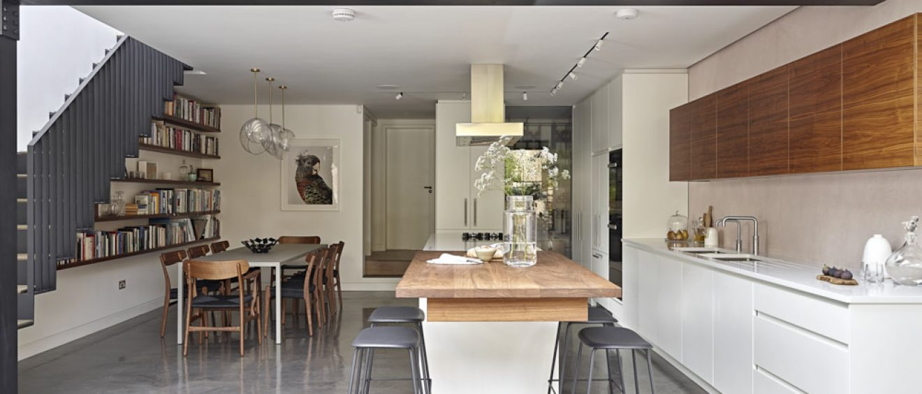 Walnut_worksurface_in_white_kitchen